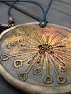 Do+terénu+Keramický+šperk,+náhrdelník+Přívěsek+je+7+cm+velký+- +na+černé+voskované+šňůře+46+cm+dlouhé