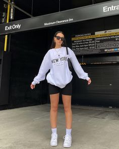 Casual School Outfits, Simple Outfits, Stylish Outfits, Cute Outfits, Outfits Mujer, Girl Outfits, Fashion Outfits, Urban Outfits, Aesthetic Clothes