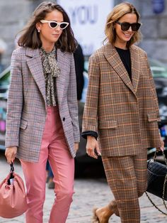 Plaid outfits in bright colors. How To Wear Plaid Like The Fashion Crowd Street Style Outfits, Look Street Style, Mode Outfits, Fashion Outfits, Fashion Trends, Plaid Outfits, Swag Fashion, Plaid Fashion, Brown Fashion