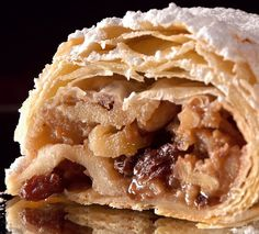 Best Places to Eat Apple Strudel in Vienna Simply Recipes, Sweet Recipes, Desserts Around The World, Austrian Recipes, Austrian Food, German Recipes, Apple Strudel, Vegetarian Barbecue, Fantasy