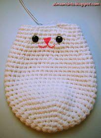 Alma Mishto de Cora King: Gato Mishto Filet Crochet, Crochet Hats, C Is For Cat, Crochet Videos, Crochet For Kids, Crochet Animals, Diy And Crafts, Craft Projects, Crochet Patterns