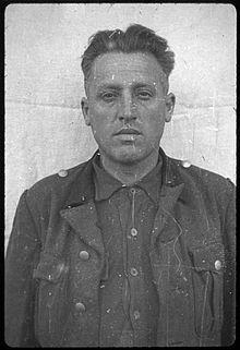 Wilhelm Wagner (1904-1946). SS. Premier passage à Dachau de 1933 à 1938. Responsable de la blanchisserie de janvier 1940 à l'été 1943. Affecté ensuite à des camps satellites, dont Allach. Pendu.