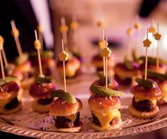 Mini sliders, a popular trend in wedding food.I will have an up coming baby shower to host and these would be great I think for a baby shower food Cold Appetizers, Appetizers For Party, Appetizer Recipes, Wedding Reception Food, Wedding Art, Trendy Wedding, Wedding Ideas, Mini Sliders, Bite Size Food