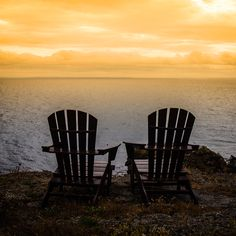 At the end of the day, we all want someone by our side. 🤗   #dategoals #romantic #romanticdate #romanticspot #sunset #adirondacks #adirondackchairs