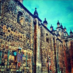 The intricate detail of the cathedral in Cusco's Plaza de Arms is astounding! Have you been here? #cuscoperu #cusco #peru #perutravel #cuscoloko #cathedral #religious #culture #plazadearmascusco #building #architecture #architectureporn #worldventures #writetotravel #instapassport #letsgo #travelwithme #vacation #wander #tourism #holiday #travelblogger #instagood #travelsouthamerica #travelstoke #travelgram #travelawesome #travelicious #travelchannel #travelphotography