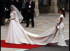 Kate Middleton's simple yet beautiful wedding dress