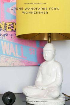 Unser neues Farbkonzept: dunkelgrüne Wandfarbe mit messingfarbenen und schwarzen Elementen #wohnen #einrichten #ideen #interior #design #wohnzimmer #livingroom #wandfarbe #grün #green #wallpaint Interior Inspiration, Table Lamp, Wall, Design, Home Decor, Prayer For Son, Classic Dining Room, Living Room Ideas, Table Lamps