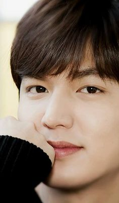Lee Min Ho (Heirs) on Check it out! Korean Male Actors, Handsome Korean Actors, Asian Actors, Korean Celebrities, Korean Actresses, Kim Bum, Kim Joon, Boys Over Flowers, Lee Min Ho Wallpaper Iphone