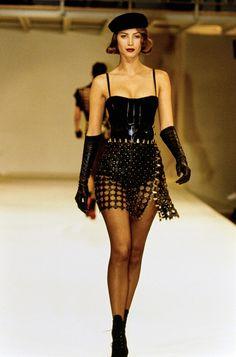 Azzedine Alaïa Fall 1991 Ready-to-Wear Collection - Vogue Model: Christy Turlington Burns Fashion Week, 90s Fashion, Runway Fashion, Fashion Models, High Fashion, Fashion Show, Vintage Fashion, Fashion Looks, Fashion Outfits