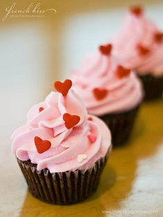 Cupcake Mania - can never resist a cupcake esp one as pretty as this