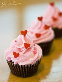 Cupcake Mania - can never resist a cupcake esp one as pretty as this