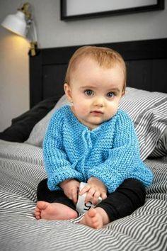Ursprungsmodellen är en rätstickad tröja i bomullsgarn. Foto: Järbo garn.