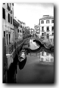 http://www.supertightstuff.com/wp-content/uploads/2010/05/Black-White-Venice-Canal.jpg