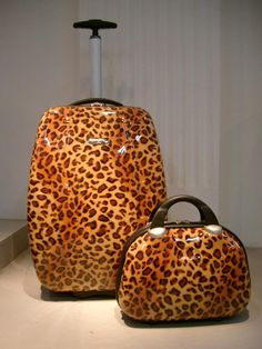 Leopard print luggage set Animal Print Fashion, Animal Prints, Safari Decorations, Leopard Shoes, Baubles And Beads, Love Clothing, Beautiful Textures, Suitcases, Cheetah Print