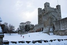 Bitterly cold weather and heavy snow sweep in from the east, causing disruption and delight. Rochester Castle, Rochester Kent, Uk Weather, Snow Photography, Tower Bridge, Winter Wonderland, Britain, Photo Galleries, England