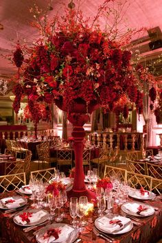 Red Wedding Centrepiece - this is a pretty spectacular centrepiece!