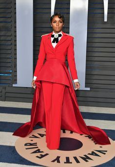 Mary J. Blige, Janelle Monáe & Andra Day Stun at Vanity Fair Oscars Party Photo Mary J. Blige sparkles in gold while hitting the carpet at the 2018 Vanity Fair Oscar Party at the Wallis Annenberg Center for the Performing Arts on Sunday night… Christian Siriano, Christian Louboutin, Nina Agdal, Costume Rouge, Red Suit, Vanity Fair Oscar Party, Celebrity Look, Celebrity Closets, Celeb Style