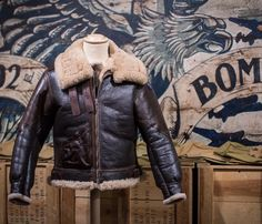 Men's Leather Jackets: How To Choose The One For You. A leather coat is a must for each guy's closet and is likewise an excellent method to express his individual design. Leather jackets never head out of styl Leather Jackets Uk, Leather Men, Vintage Leather, Aviator Jackets, Bomber Jackets, Military Jackets, Stylish Mens Fashion, Cheap Fashion, Shearling Jacket