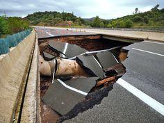 Action coup de poing sur l'A75 !   Les pluies diluviennes qui se sont abattues sur le Sud-Est le 12 septembre dernier ont provoqué l'effondrement de la chaussée sur un tronçon de l'autoroute A75 à quelques kilomètres au sud de Lodève...  En savoir plus...