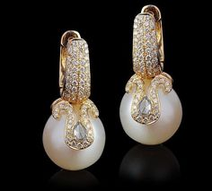 Sur Sea Pearl y pendiente del diamante por Farah Khan: