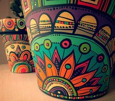 These Mandala and Zentangle Inspired Painted Clay Gardening Pots are So Cool! Not to Mention Inexpensive! I Cannot Wait to Try This Project! – Page 596234438149017911 – SkillOfKing. Painted Plant Pots, Painted Flower Pots, Pottery Painting Designs, Flower Pot Crafts, Clay Pot Crafts, Art Diy, Ceramic Painting, Painting Clay Pots, Bottle Art