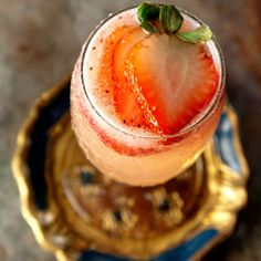 Rossini | A luscious take on the bellini, the Rossini swaps strawberries in for white peaches and prosecco in for champagne.