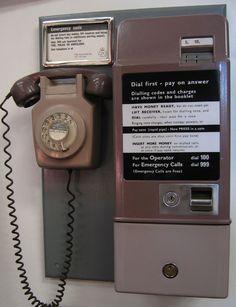Vintage Telephone, Vintage Phones, Vintage Tv, Vintage Stuff, 1970s Childhood, Childhood Memories, School Memories, Childhood Toys, School Days