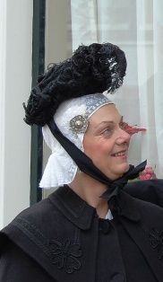 'De zwarte kyps' (specific kind of hat from Friesland).