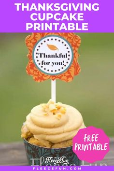 Show love and gratitude this Thanksgiving with a free printable cupcake topper. Learn how to make these adorable cupcake toppers. These toppers are a quick and easy way to decorate your holiday table. Ideal for holiday parties, they are easy to make! Discover the free pdf here. Printable Banner, Printable Crafts, Free Printables, Holiday Tables, Holiday Parties, Thanksgiving Cupcakes, Free Thanksgiving Printables, Holiday Banner, Free Printable Coloring Pages