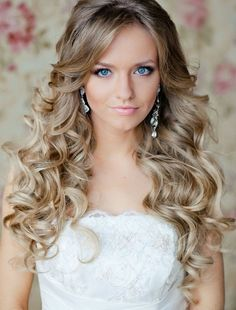 simple curly wedding hair I love her hair Curly Bridal Hair, Simple Bridal Hairstyle, Wedding Hairstyles For Long Hair, Wedding Hair And Makeup, Pretty Hairstyles, Hair Makeup, Hair Wedding, Hairstyle Wedding, Hairstyle Ideas