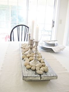Happy At Home: DIY Rustic Farmhouse Centerpiece - cute with an old piece of barnwood and eggs Wooden Box Centerpiece, Dining Room Table Centerpieces, Decoration Table, Centerpiece Ideas, Dining Tables, Patio Table, Dining Rooms, Simple Centerpieces, Wood Tables
