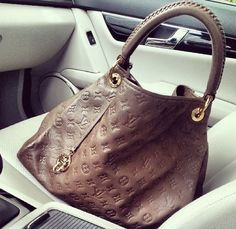 Celebrity Bag: Angelina Jolies Louis Vuitton Love