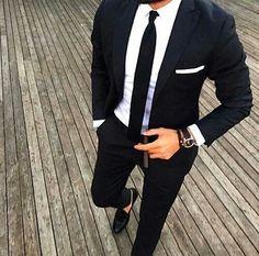 El ancho de tu corbata depende del tamaño de tu cuerpo.   14 Reglas de oro que todos los que usan corbata deben saber