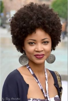 Coily fro - natural hair. Nice shape!