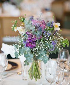 #amandansail#novarese #vressetrose #wedding #blue #purple# whitegreen #flower #bridal #guesttable#table coordination#アマンダンセイル#ノバレーゼ#ブレスエットロゼ #ウエディング# ブルー #パープル #ブルー#テーブル#ゲストテーブル #会場装花#結婚準備#花#ナチュラル# ブライダル#結婚式#ユーカリ Les Nails, May Weddings, Centerpieces, Table Decorations, Table Flowers, Flower Images, Wedding Images, Wedding Table, Glass Vase