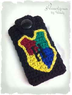 Harry Potter Hogwarts Crest Crocheted Iphone 4 case / iphone 4s cover / iphone case / blackberry case / ipod touch case. $21.95, via Etsy.