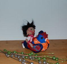 Elfenkind auf einem Vogel,modelliert aus Polymer Clay,Clay doll,Fairies,Wichtel,Gnome,Fantasie Figur,Weihnachts Geschenk,Gift von Luthiannasworld auf Etsy