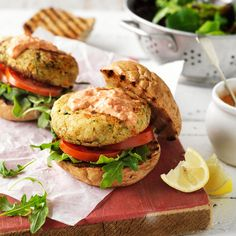 A healthier WW recipe for Mediterranean chickpea burgers ready in just Get the SmartPoints plus browse our other delicious recipes today! Ww Recipes, Delicious Recipes, Yummy Food, Healthy Recipes, Canned Zucchini, 800 Calorie Meals, Chickpea Burger, Slimming Eats, Recipe Today