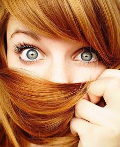 8 Tips on How to Make Eyelashes Grow. Super helpful, I actually tried most of these and they do really work. best part is even if your eyelashes don't grow out like rapunzel hair, you'll be keeping your lashes and lids healthy! Make Eyelashes Grow, Long Eyelashes, Makeup Tips For Redheads, Copper Red Hair, Copper Color, Red Hair With Highlights, Caramel Highlights, Beauty And Fashion, Beauty Style