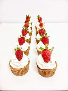 Jahodove cupcakes Cheesecake, Cupcakes, Food, Mascarpone, Cupcake Cakes, Cheesecakes, Essen, Meals, Yemek