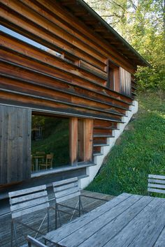 Gugalun House (Haus Truog Gugalun). Versam, Switzerland. Peter Zumthor, 1994 Wood Architecture, Architecture Details, Amazing Architecture, Residential Architecture, Peter Zumthor Architecture, Chalets, Interior Exterior, Interior Design, Small Buildings