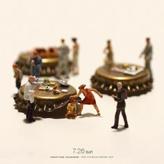 Bigger doesn't always mean better, as Japanese artist Tatsuya Tanaka proves with these tiny dioramas that he makes for his ongoing Miniature Calendar project. Photo Macro, Miniature Calendar, Art Du Monde, Miniature Photography, Kagoshima, Tiny World, Miniature Figurines, Small Figurines, Mini Things