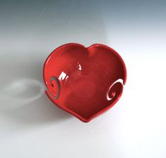 Rotes Herz Garn Schale rote Keramik Garn Schale von tjCervantesArt, $48.00