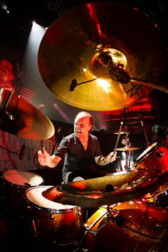 Lars is at his hottest when he is beating the hell out of his drum to Outlaw Torn in the S and M Video!!!!! ( =