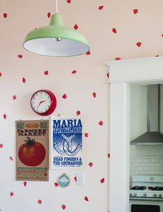 Papel de parede improvisado (DIY strawberry wallpaper)