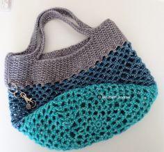 bolso de color verde, azul y gris