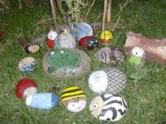 Resultado de imagem para pedras pintadas para jardim