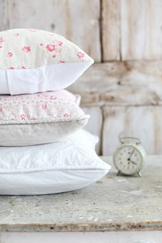 with so shabby pillows could be always time to sleep !