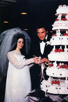 The 20 Most Iconic Wedding Dresses of All Time - Priscilla Presley and Elvis Presley, 1967 Lisa Marie Presley, Priscilla Presley Wedding, Elvis Presley Priscilla, Elvis Presley Family, Before Wedding, Wedding Day, Wedding Anniversary, Wedding Reception, Backstage Mode