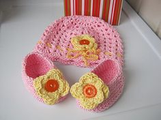 Children hat, crochet hat, hat and baby booties, cap and booties for babies,  Gift for baby, Pink, Yellow flower 3-12 m. Ready for shipment